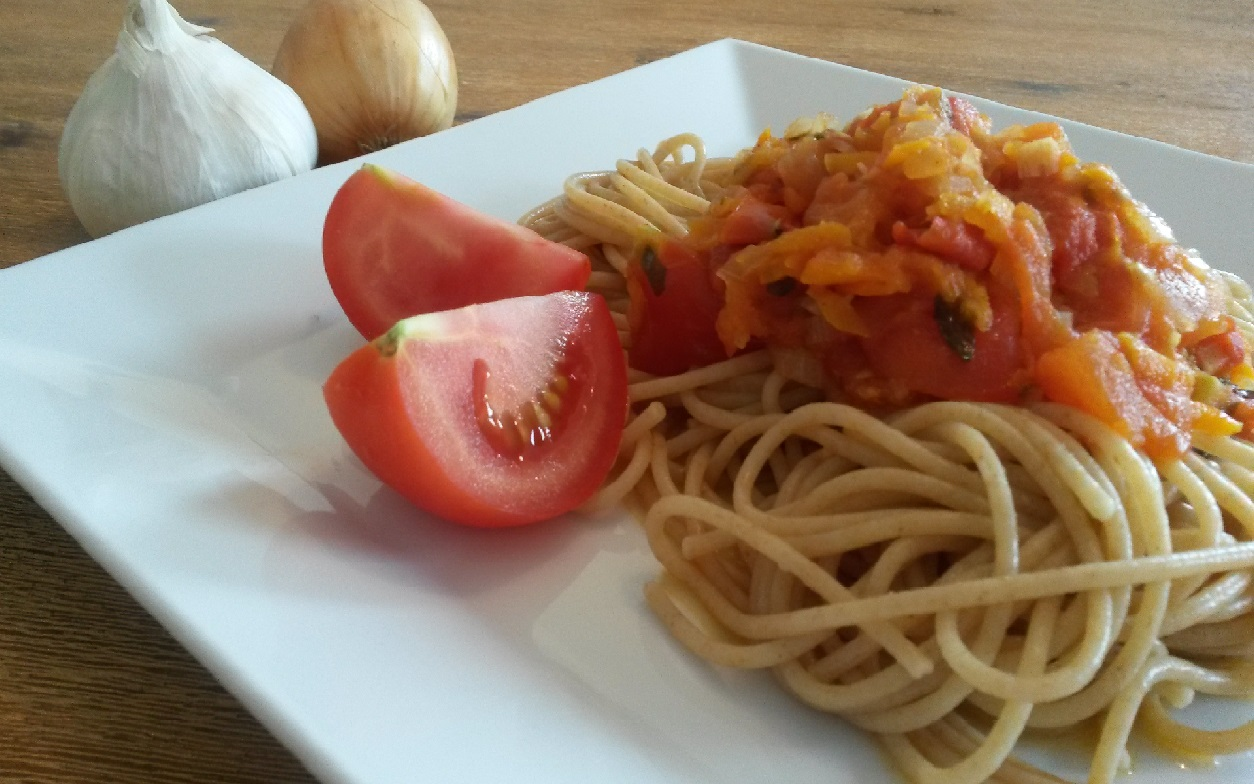 Vollkorn-Spaghetti mit Tomaten Karottensosse
