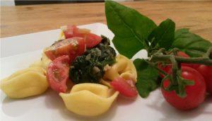 Rezept vegane Tortellini mit Spinatsosse und Tomaten