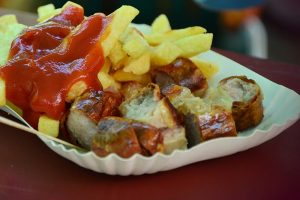Currywurst Pommes Ketchup