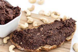 Schoko-Cashew-Creme veganes Frühstück