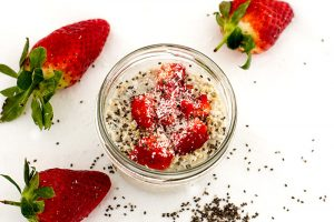 Erdbeer Kokos Chia Overnight Oats