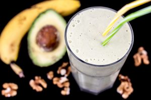 Fitness Smoothie Avocado Banane Walnüsse