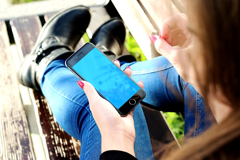 Smartphones verursachen Rückenschmerzen