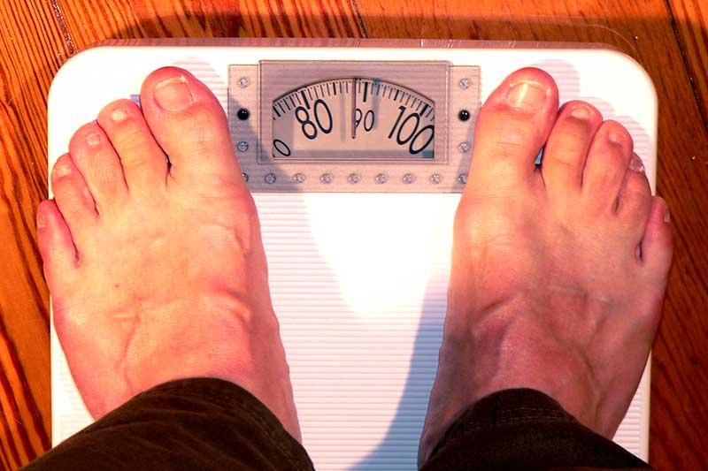 Männer übergewichtig Waage