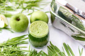 Gerstengrassaft mit Apfel