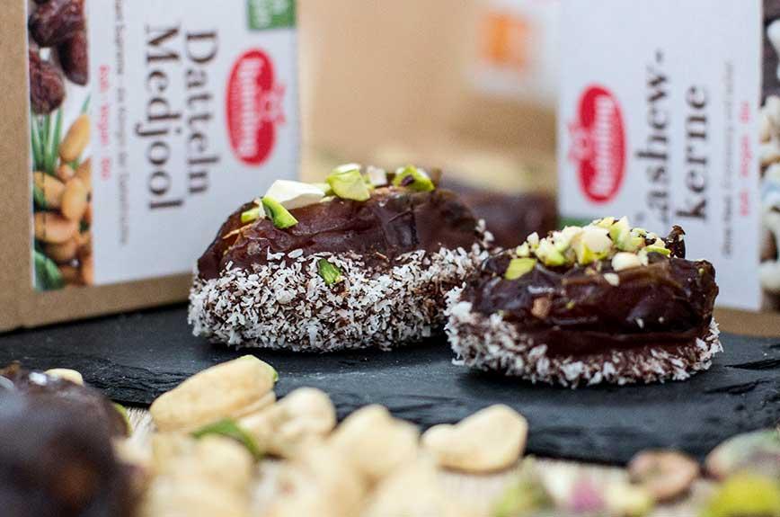 Nussige Dattelpralinen mit Kakao