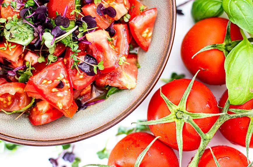 Tomatensalat mit Microgreens Rezept